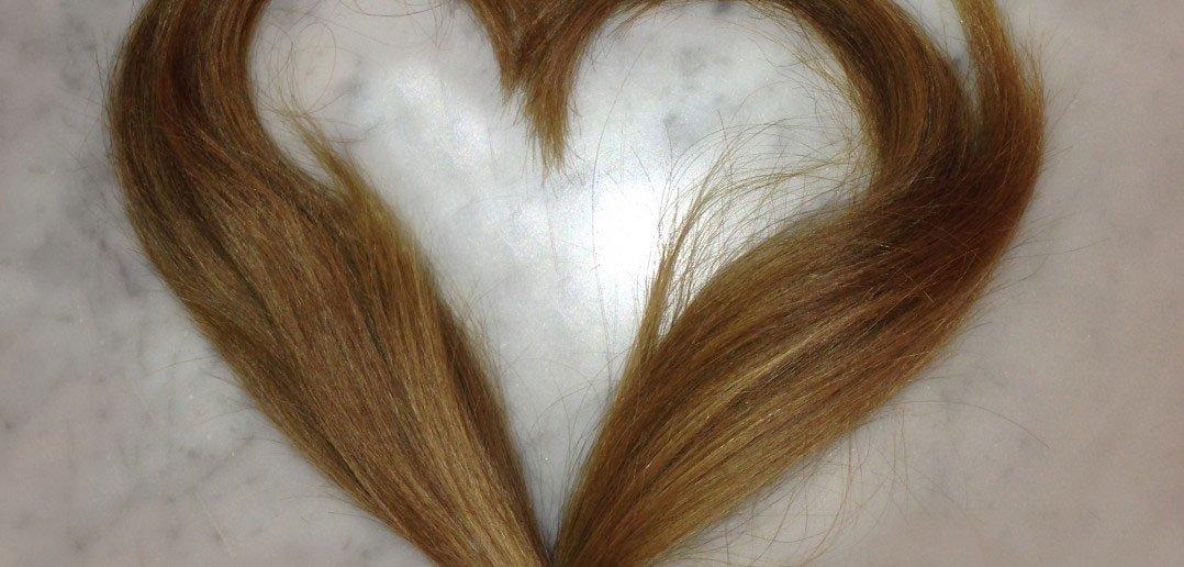 Ελπίδα ζωής για τα μικρά παιδιά που υποβάλλονται σε χημειοθεραπεία & χάνουν τα μαλλιά τους