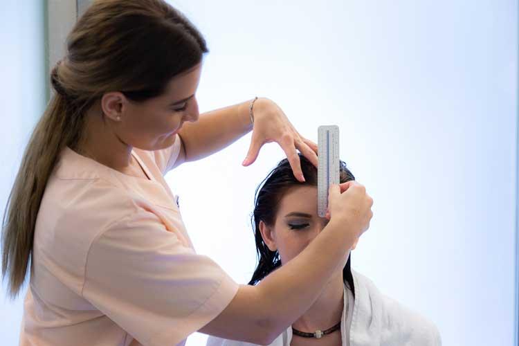 iatrikes-peroukes-hair-for-help-peripoiisi-neofywn-malliwn-003